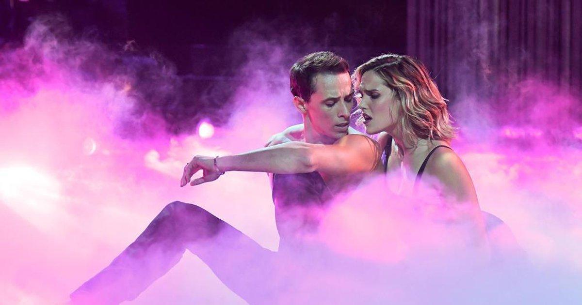 Danse avec les stars  : Une rumba pour Camille Lou et Grégoire Lyonnet sur Purple Rain (Prince)  - TF1