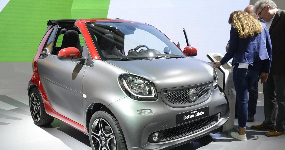 """Résultat de recherche d'images pour """"image smart fortwo salon auto 2015"""""""