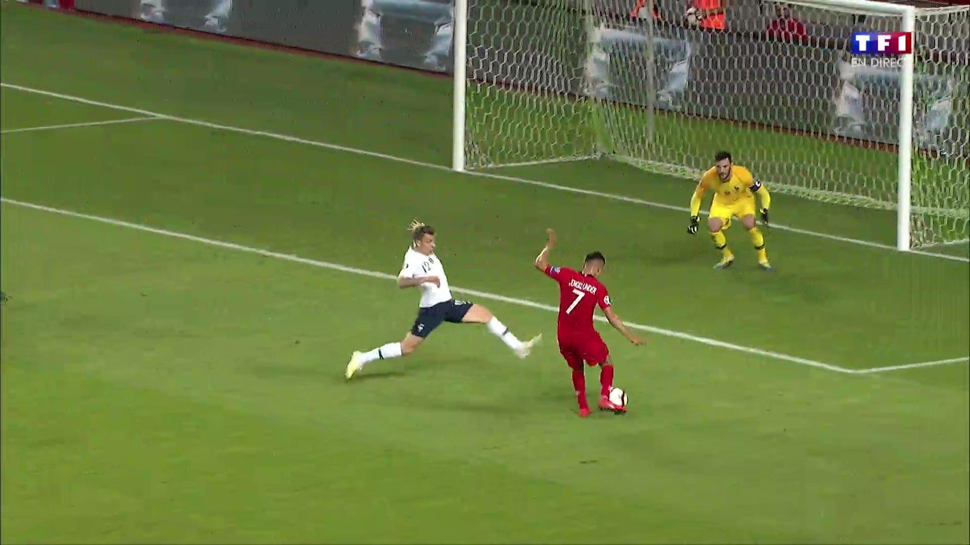 Turquie-France - Le but du 2-0 marqué par Cengiz Ünder en vidéo