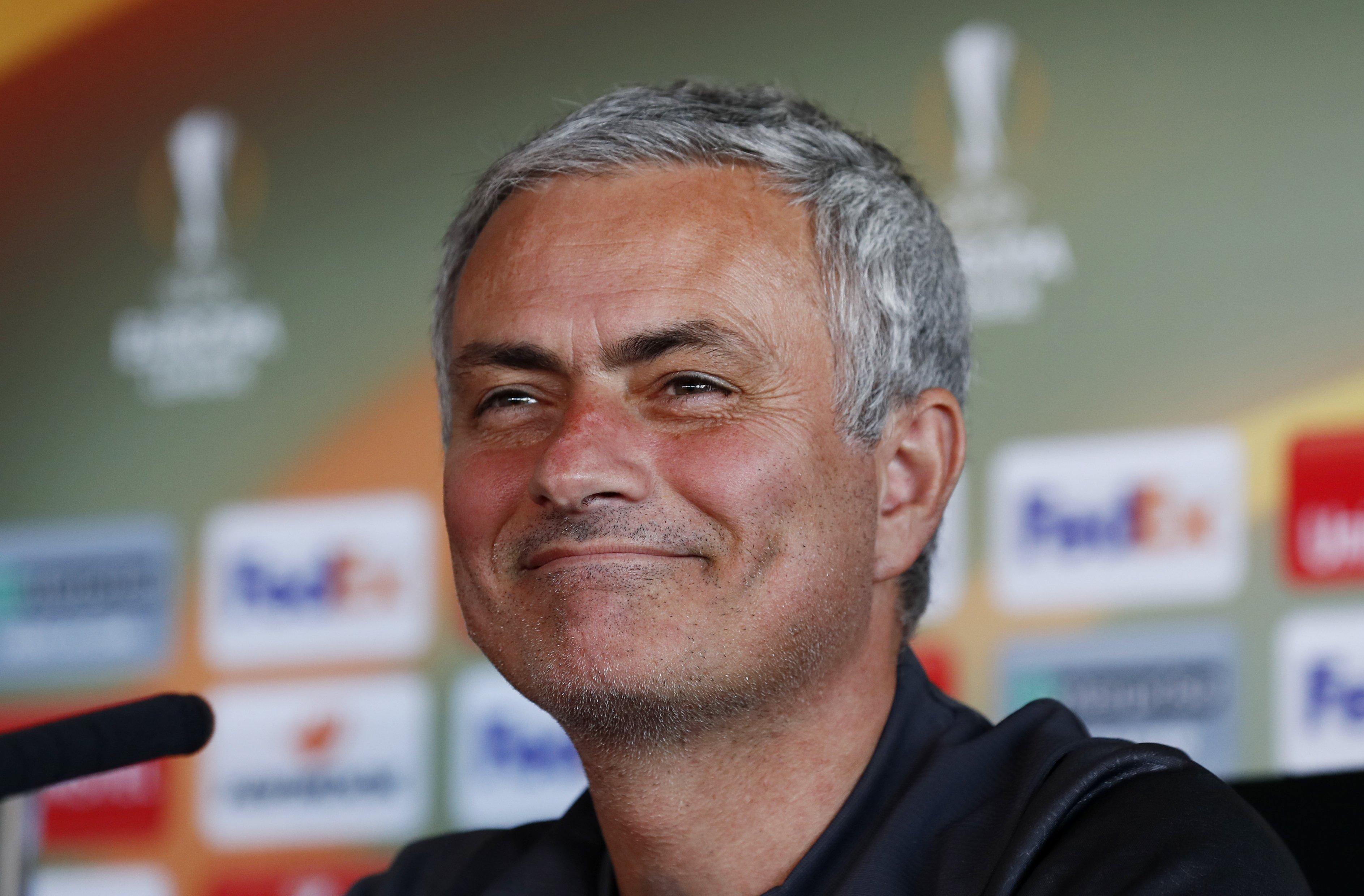https://www.tf1.fr/tf1/fifa-coupe-du-monde-de-football/news/coupe-monde-mourinho-souhaite-l-elimination-rapide-de-joueurs-4311086.html 2018-06-06 https://photos2.tf1.fr/0/0/jose-mourinho-8-141cf2-0@1x.jpeg José Mourinho José Mourinho TF1 fr