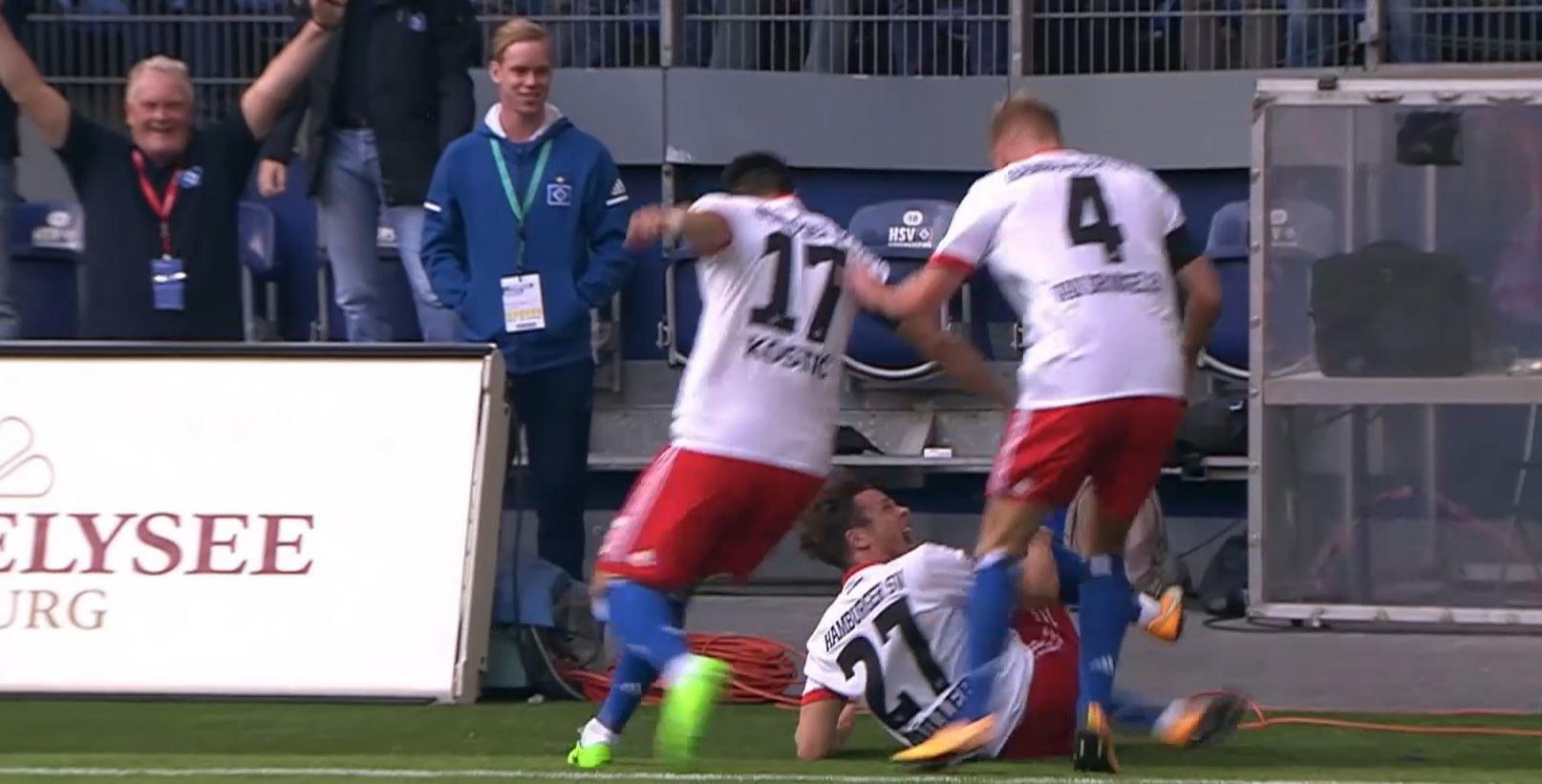 Insolite / Buzz - Bundesliga : Après avoir fêté son but en faisant la toupie, Nicolai Müller se rompt le genou et sera absent 7 mois