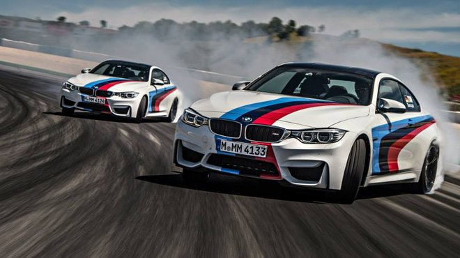 photos deux bmw m4 coup en drift sur le circuit de portimao automoto tf1. Black Bedroom Furniture Sets. Home Design Ideas