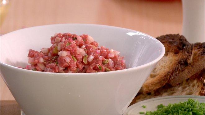 Recette de tartare de boeuf et betterave chioggia au - Recette cuisine tf1 petit plat en equilibre ...